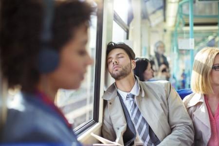 نحوه بیدار شدن انسان از خواب به وسیله مغز!
